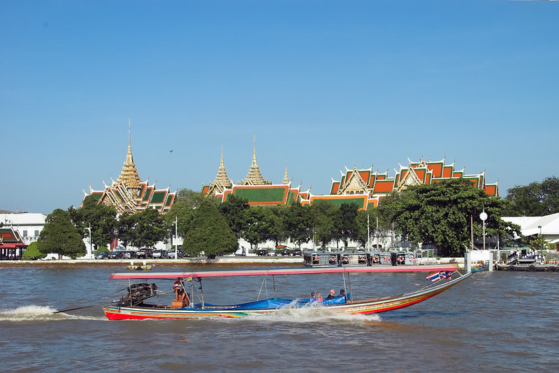 River Cruise back to Bangkok<br /> Note flooding taking place