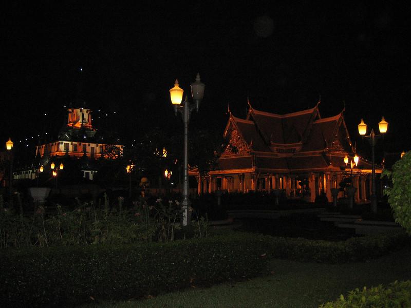 Wat Sraket at night