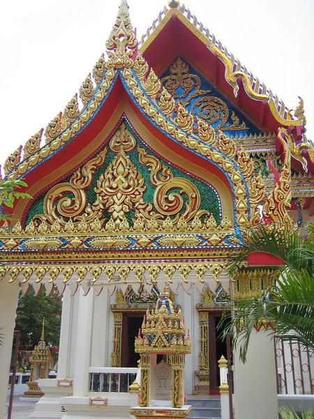 Buddhist temple on Mae Nam beach