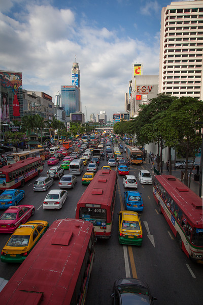 A view of the traffic and CentralWorld (to the left) from a walkway over Thanon Ratchadami.