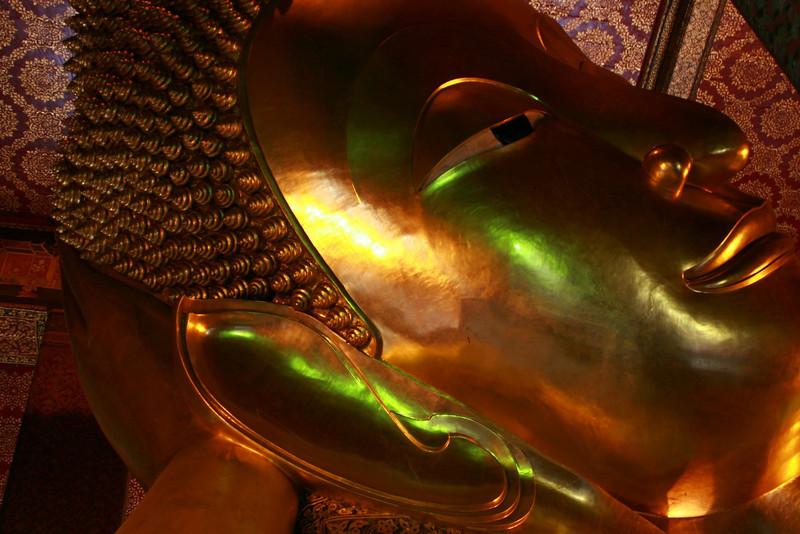 Wat Pho (วัดโพธิ์) and the reclining buddha in bangkok