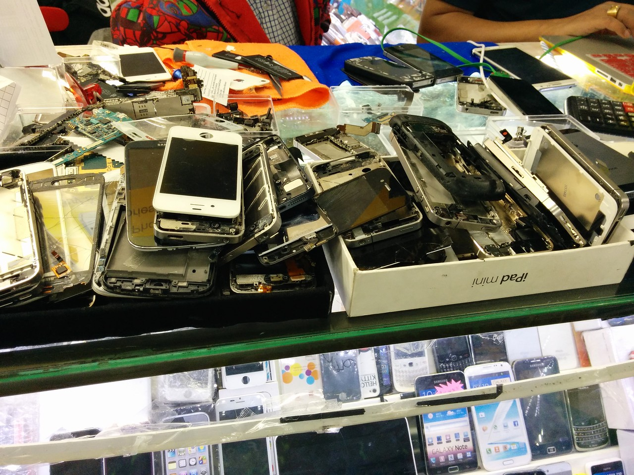 One of the cell phone repair stalls at MBK mall.