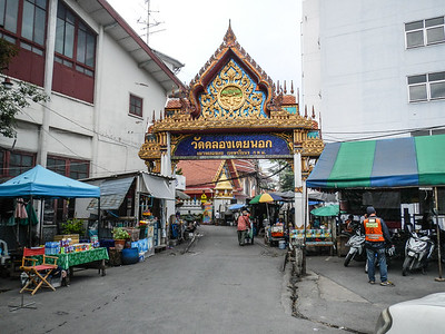 Entrance Gate Wat Klong Toei (Toey).