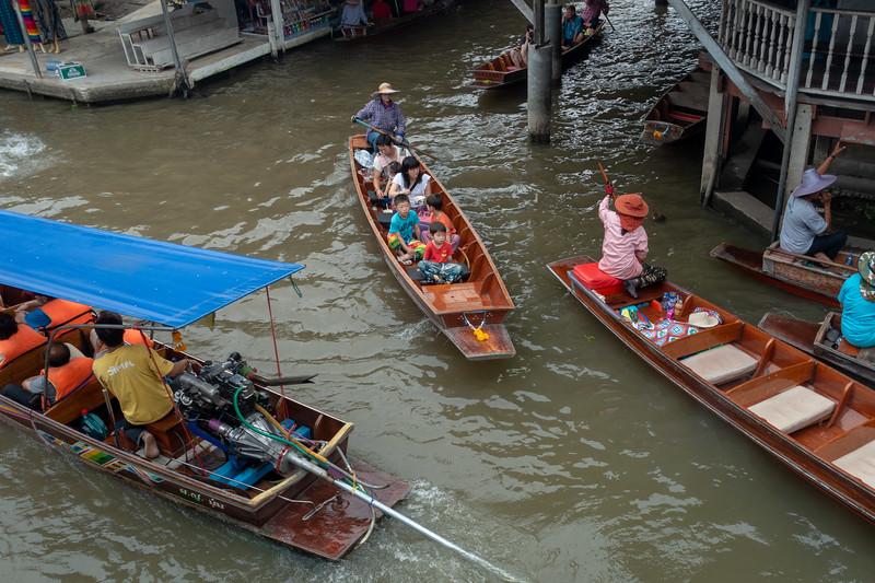 Khlong crossing