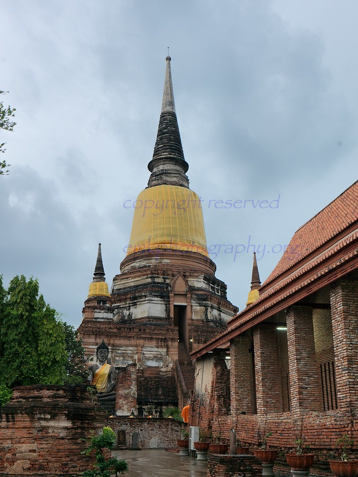 Ayuthaya   Wat Yai Chai Mongkhon , one of the largest chedis in Ayuthaya. built by King Naresuan.celebrates the victory over the Burmese ( battle of  Nong Sarai) 1593.