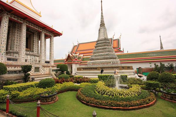 Wat Arun gardens