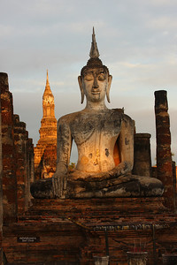 "Dawn at Wat Mahathat Sukhothai means ""the dawn of happiness"""