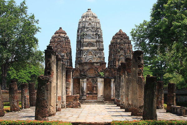 Wat Si Sawai Khmer-Style temple built for the worship of Hindu gods and thought to be the oldest structure at Sukhothai
