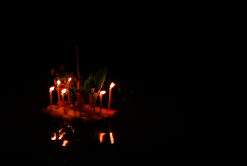 Kratong offering on the River Ping