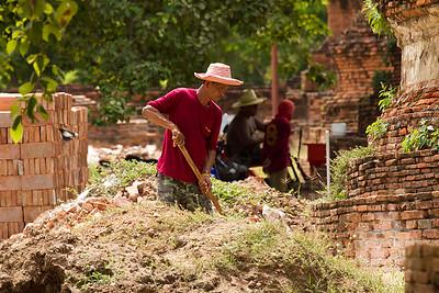 Wat Phra Sanphet worker