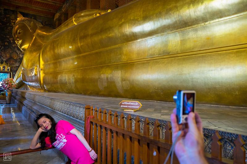 Wat Pho Temple | Souvenir along the Reclining Buddha