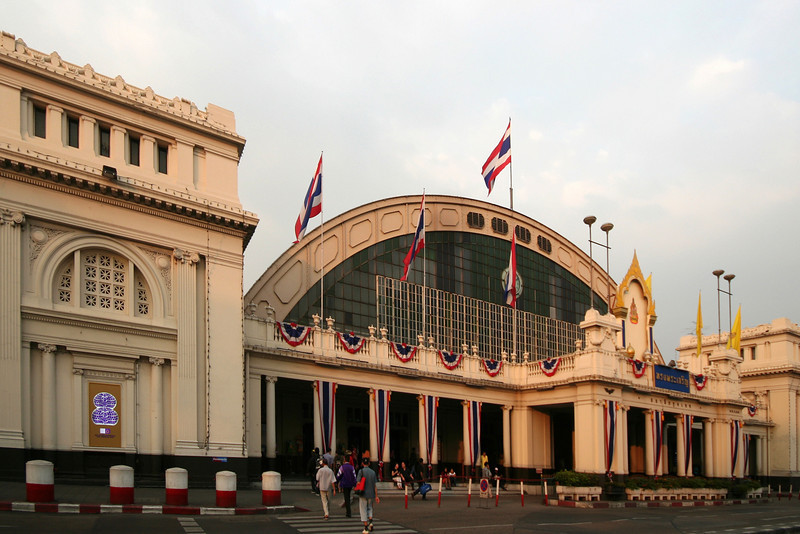 The exterior of Bangkok's Art Deco-era Hualamphong Railway Station is largely an exercise in neoclassical and beaux-arts styles, but the interior - particularly the terrazzo floor of the main concourse - is rather more moderne.