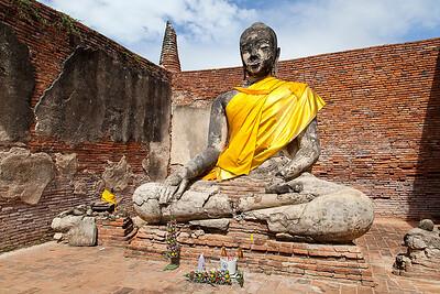 Wat Worachetha Ram Buddha in building