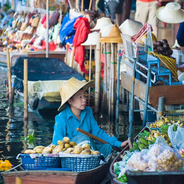 Bangkok Floating Market - selling fruit