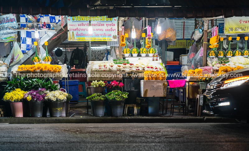Chiang Mai street markets selling flowersa at night.