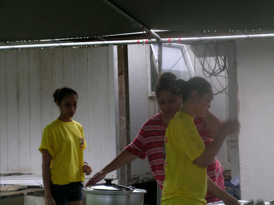 Momi, Mac's wife and two of the girls getting the food table ready