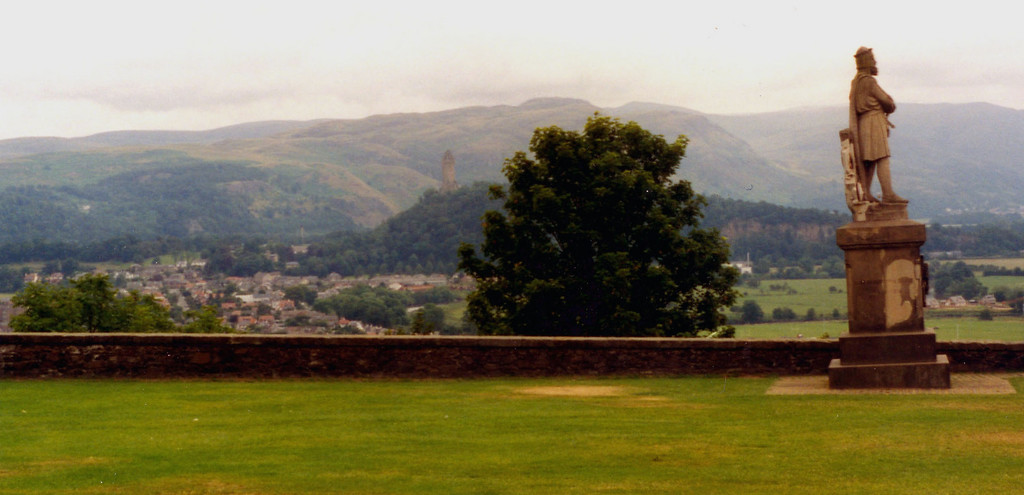 1997-07-26 Statue of Robert the Bruce sheathing his sword after the Battle of Bannockburn 1314.  In the background: National Monument to Sir William Wallace (1267-1305).