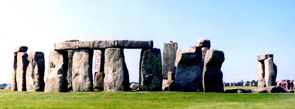 1997-07-18 Stonhenge: not a good photo, but I made it.