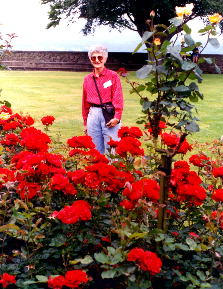 1997-07-26 Betty on the grounds of Sterling Castle.
