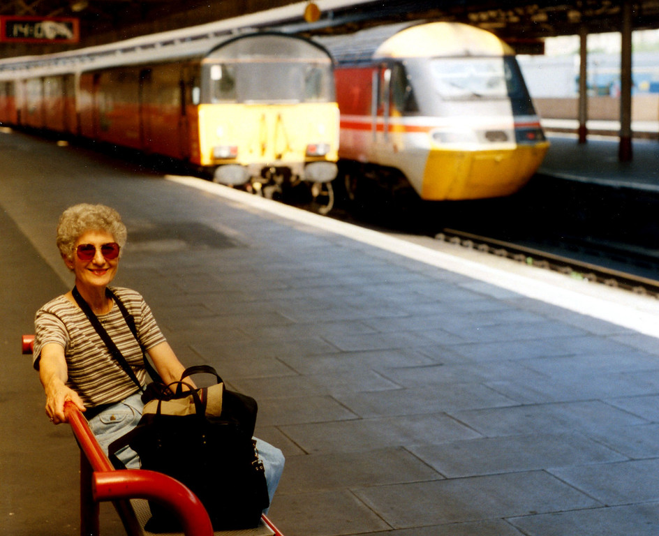 1997-07-23 At the train station in Swansea, waiting for the return train to Cardiff.