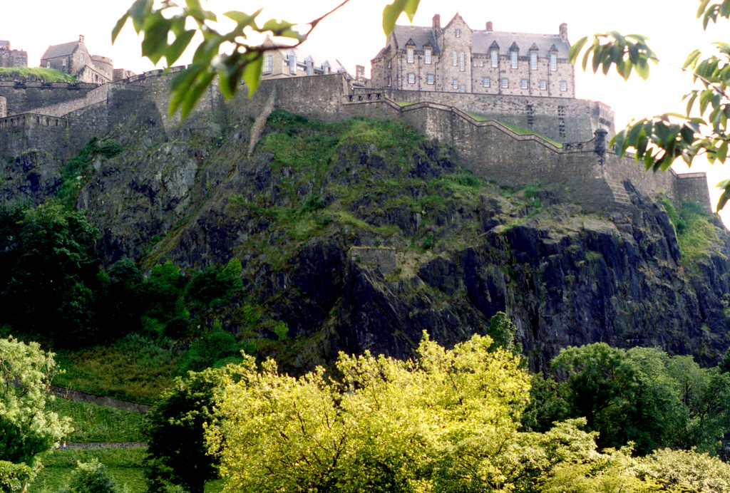 1997-07-25 Edinburgh Castle from the town below.