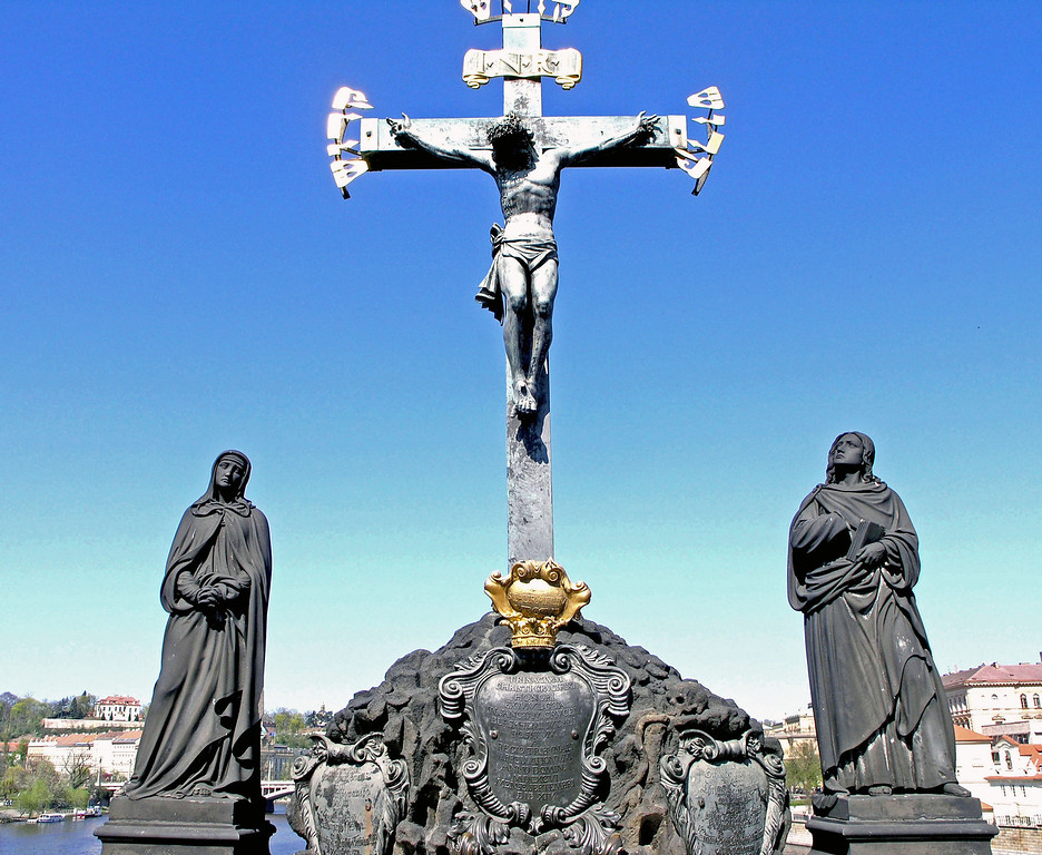 April 14. On either side of the bridge 31 statues were erected, between 1683 and 1928, one of which is shown here, relating to Jesus, saints, or some religious activity. However, the original statues some time ago were removed and placed in museums. What one sees on the bridge are replicas.