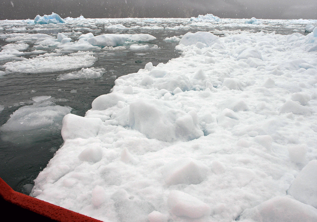 Oct 30. Oh, oh. That's a big chunk of ice to maneuver around.