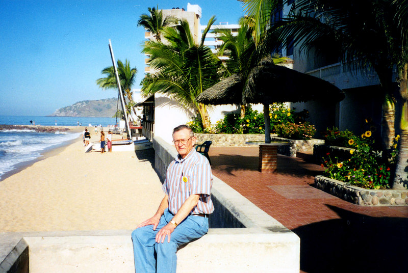 1999-02-18 02 The beach at Hotel Playa, behind me.