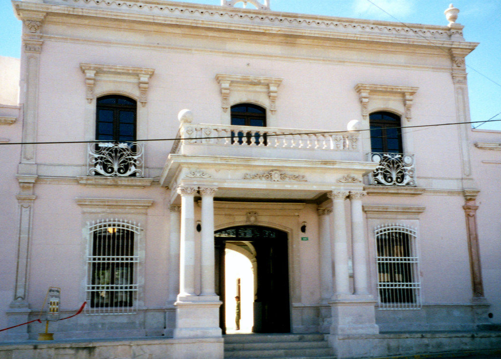1999-02-21 16 The Pancho Villa Museum was formally his private home and has much of his personal furniture, including the bed on which his widow died about 1922.