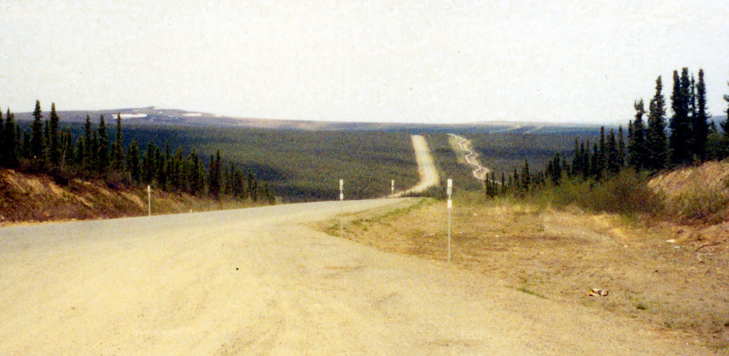May 30.  After lunch we headed north on the gravel road toward the Arctic Circle.  This road was built with the Alaska pipeline, seen to the right of the road.