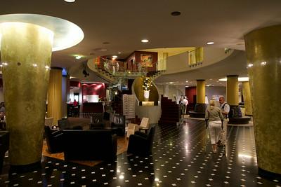 Dorint Hotel lobby