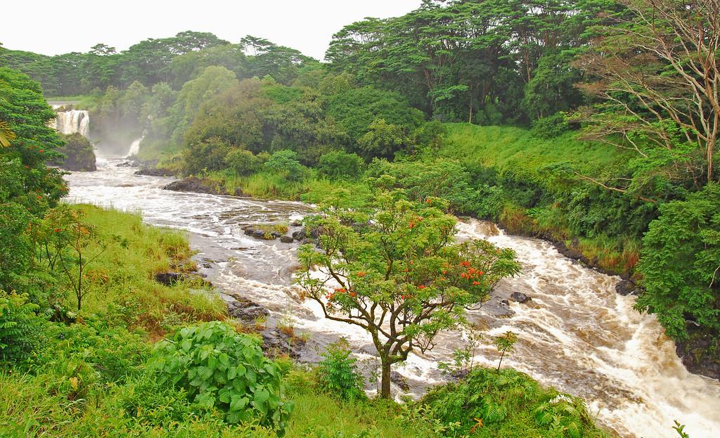 Pe'epe'e Falls outside of Hilo