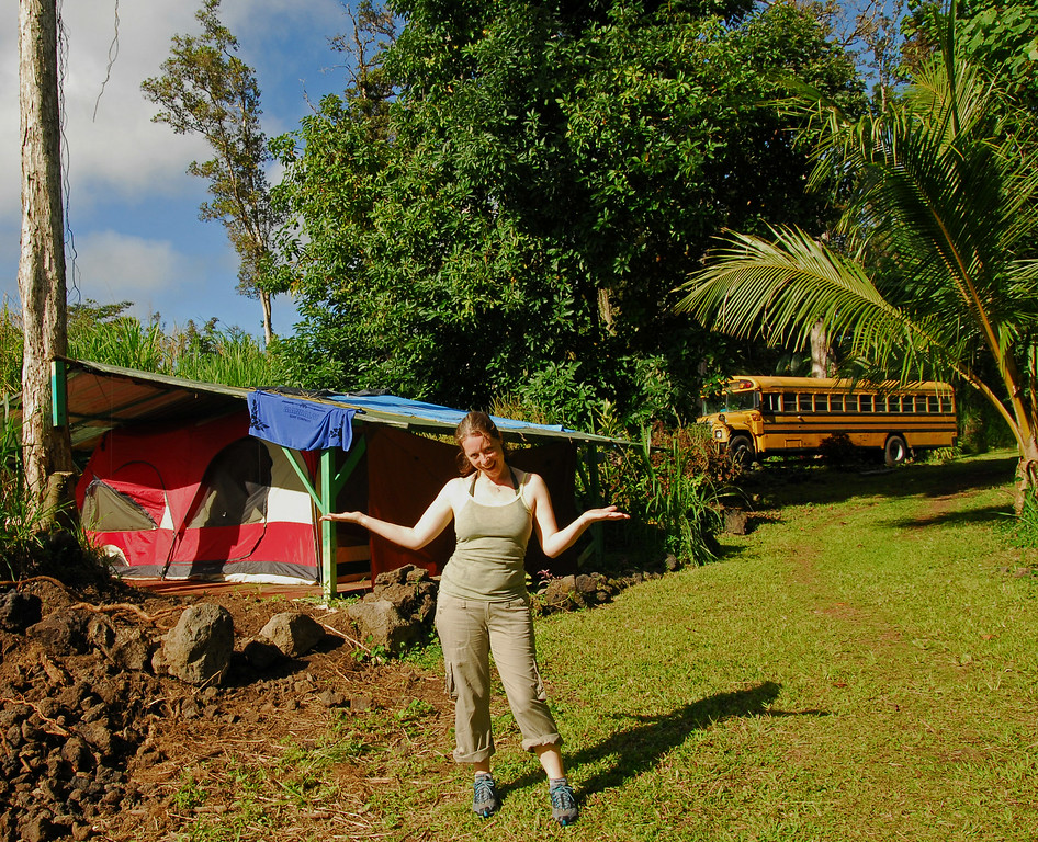 Sarah chiiin by the big bus in Pahoa