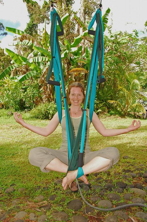 Flying lotus Sarah OMgym'ing  in Pahoa.