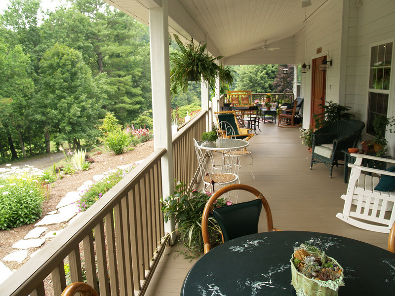Porch of Troyer's Country Amish Blatz