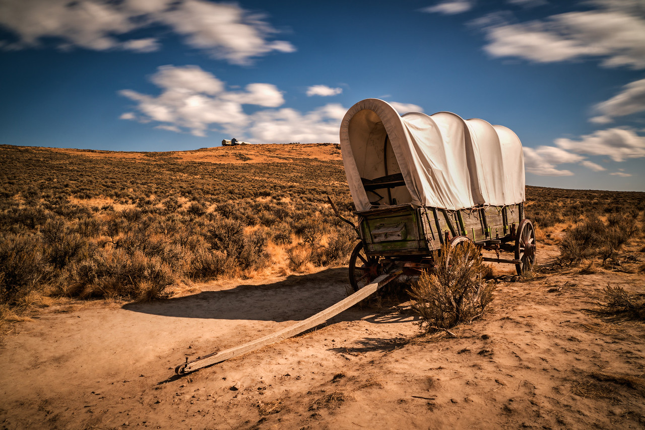 covered wagon on oregon trail.