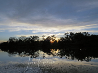 That evening we took a boat ride on the Claro River.