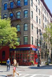 Carrie Bradshaw near Friends building