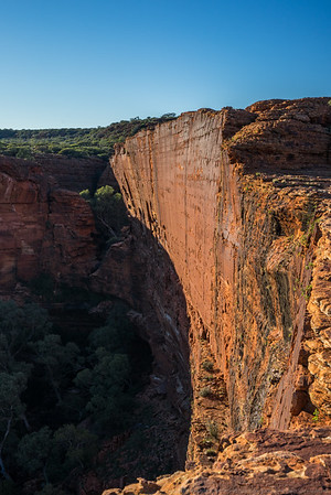 The amazing sheer southern wall of Kings Canyon.