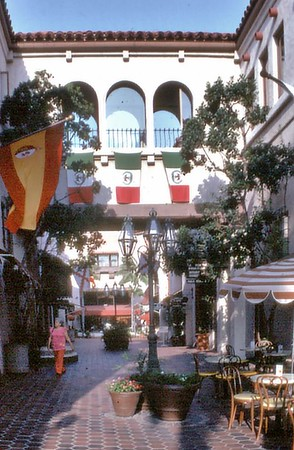 Shopping arcade Santa Barbara USA - Oct 1981