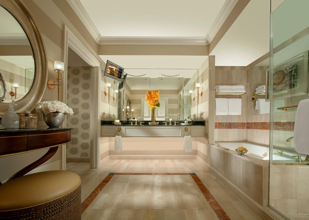 The Venetian Luxury Suite- Bathroom