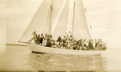 """""""Wakaya"""" with passengers, full sails, and calm seas."""