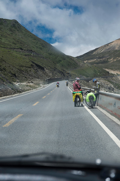 Headed up the pass to the Tibetan Plateau