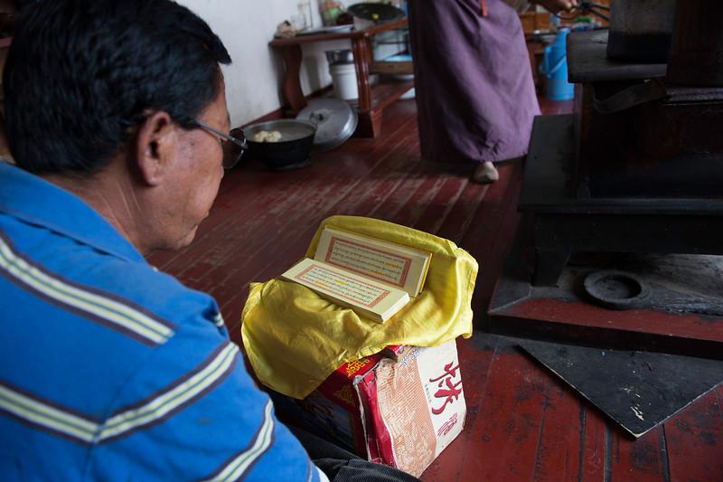 Gongpa Ta doing his morning puja