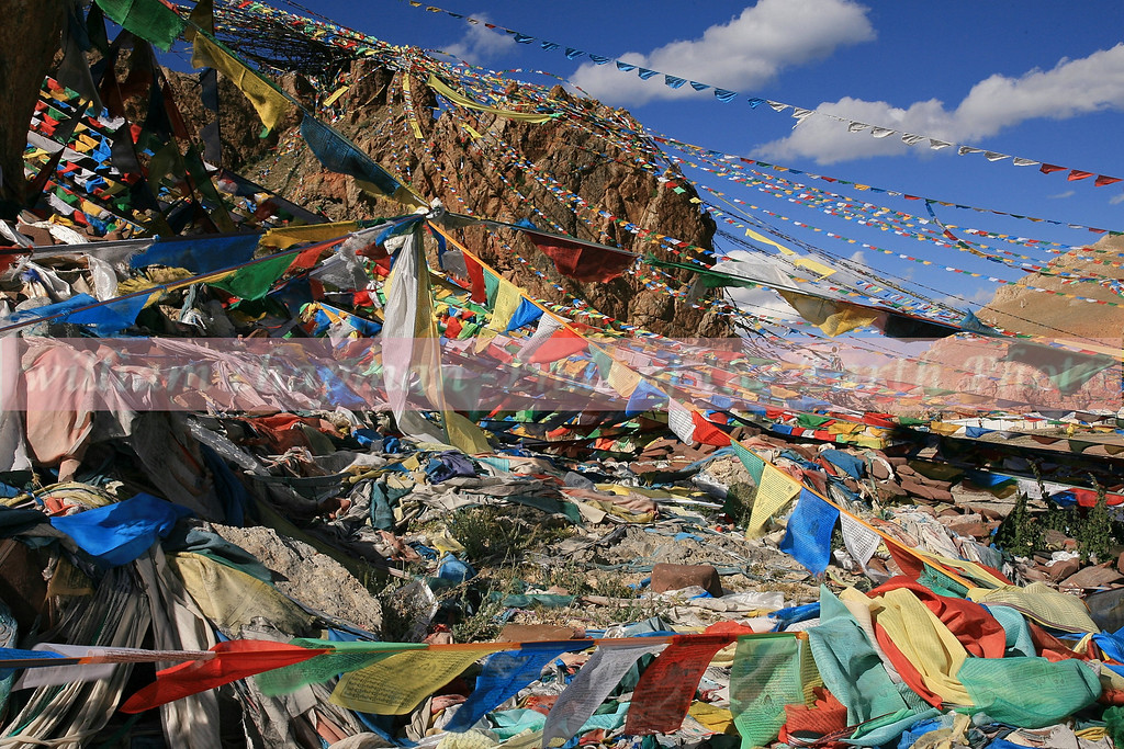 Prayer flags along kora circuit on Namtso Lake