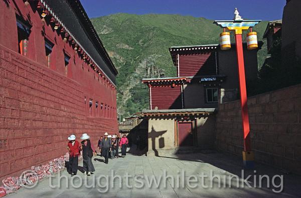Tibet 2006 Derge Gongchen Monastery & Parkhang kora Aug 7