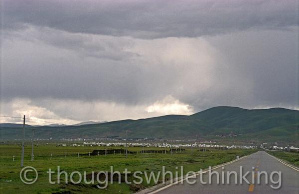 Tibet 2006 approaching Litang horse festival tents & city beyond July 31