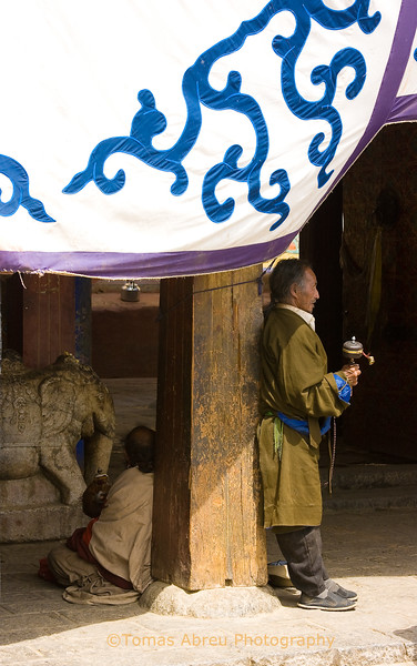 Pilgrim waiting to enter Samye Monastery