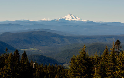 Wide view to the South of Timberline Lodge