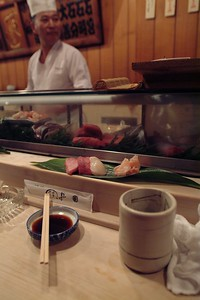 At 9 o'clock a sushi breakfast at one of the many sushi bars around the market. Never had a better sushi in my live.